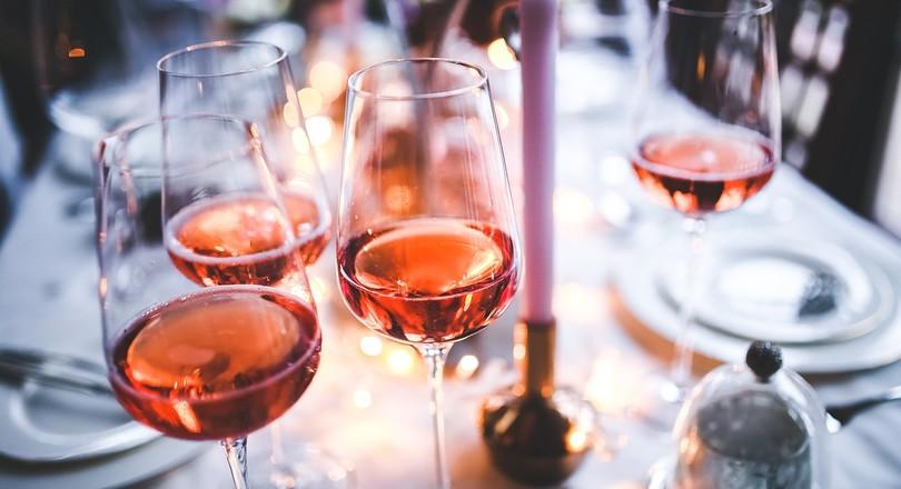 Lichte Rode Wijn : Rode wijn creative beverage company