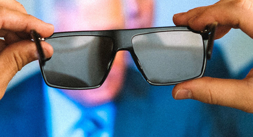 f4123e4bf4bf22 Een nieuwe bril zorgt er met behulp van gepolariseerde glazen voor dat  schermen op zwart lijken te staan.