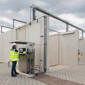 Installatie voor het vullen van de waterstoftankwagens