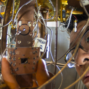 IBM-onderzoeker Jerry Chow werkt aan de quantumcomputer