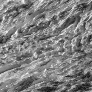 Detail van het oppervlak van de maan Enceladus.