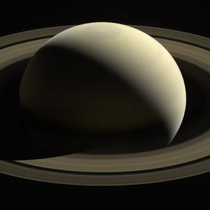 Cassini ziet op weg naar Saturnus de planeet op afstand.