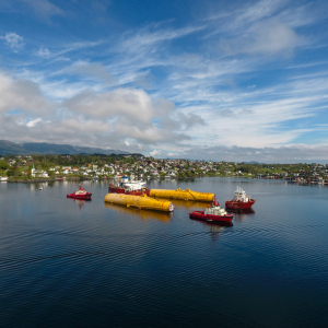 De ballasttanks worden naar zee gesleept. Foto Olaf Nagelhus_Woldcam/Statoil.
